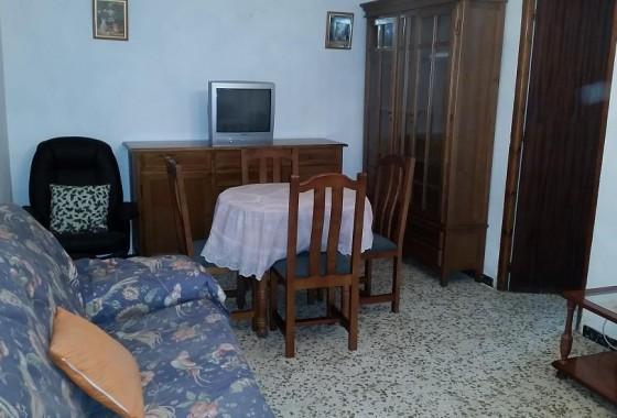 Casa de tres dormitorios con buhardilla en Campillos